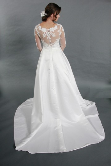 White Lace Satin Classic Long Sleeves Applique Illustration Neckline Bridal Gown Wedding Dress Size 4 (S)