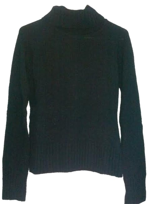 Preload https://item3.tradesy.com/images/h-and-m-black-sweaterpullover-size-10-m-5465677-0-0.jpg?width=400&height=650