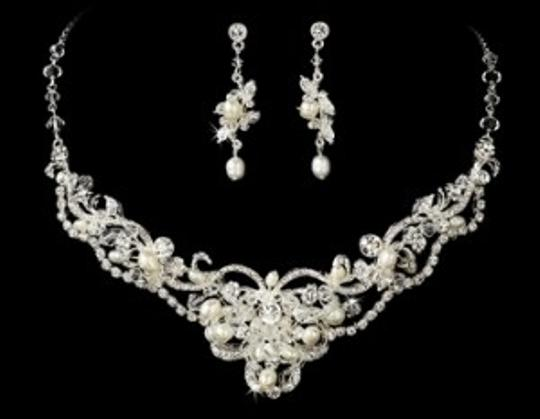 Preload https://item3.tradesy.com/images/elegance-by-carbonneau-silversilver-freshwater-pearl-and-crystal-jewelry-set-54692-0-0.jpg?width=440&height=440