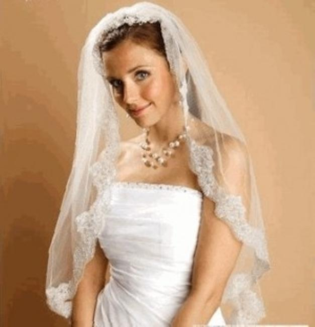 Item - White/Silver Or Ivory/Silver Medium Fingertip Beaded Lace Bridal Veil