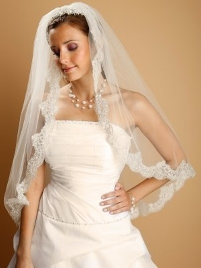 Mariell White/Silver Or Ivory/Silver Medium Fingertip Beaded Lace Bridal Veil
