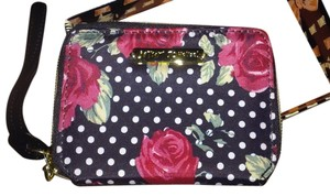 Betsey Johnson BLACK ROSES BI FOLD ZIPPER WALLET/WRISTLET