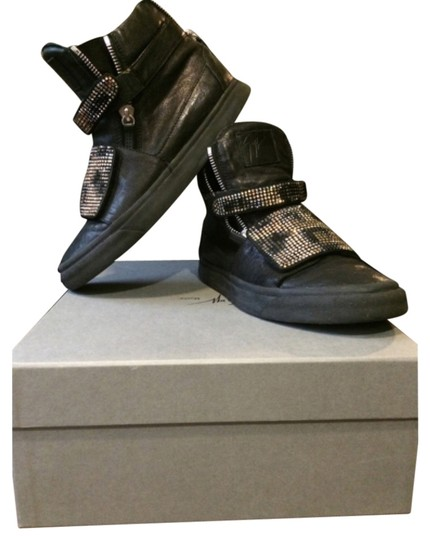 Preload https://item3.tradesy.com/images/authentic-giuseppe-zanotti-swavorski-black-and-gold-sneakers-size-mens-42-authentic-giuseppe-zanotti-swavorski-black-and-gold-sneakers-size-mens-42-athletic-5477812-0-0.jpg?width=440&height=440