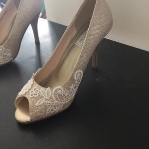 Touch Ups Champagne Pumps Size US 9 Regular (M, B)