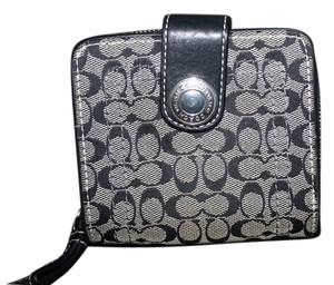 Coach COACH MEDIUM SIGNATURE FULL SIZE WALLET