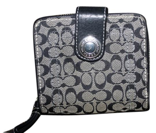 Preload https://item1.tradesy.com/images/coach-black-and-silver-medium-signature-full-size-wallet-5479675-0-0.jpg?width=440&height=440