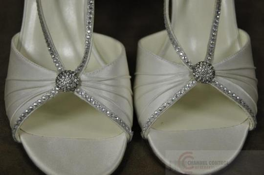 Special Occasions by Saugus Shoe Diamond/Silk White 47075 Size US 9