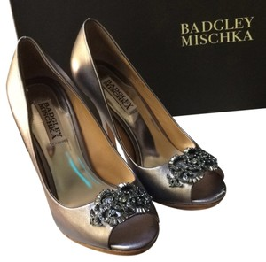 Badgley Mischka Metallic pewter Formal