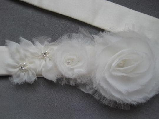 Preload https://img-static.tradesy.com/item/54842/ivory-organza-and-tulle-flower-sash-0-0-540-540.jpg