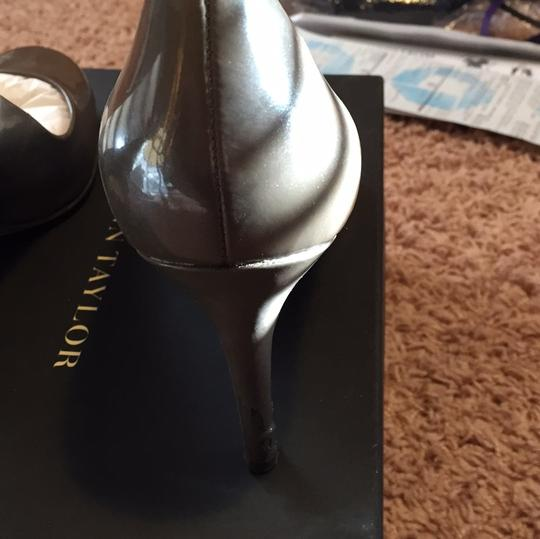 Ann Taylor Walrus (gray with slight metallic) Pumps