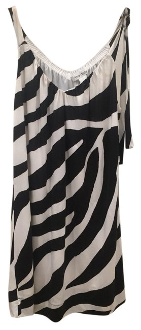 Preload https://item4.tradesy.com/images/white-house-black-market-cocktail-above-knee-night-out-dress-size-4-s-5486923-0-0.jpg?width=400&height=650