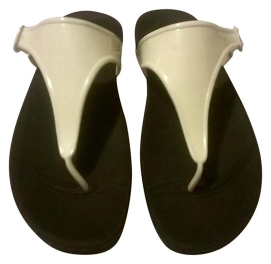 FitFlop White/Black Sandals