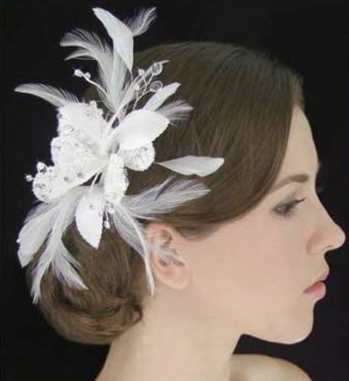 Preload https://img-static.tradesy.com/item/54914/white-or-ivory-lace-flower-fascinator-with-feathers-and-crystals-hair-accessory-0-0-540-540.jpg