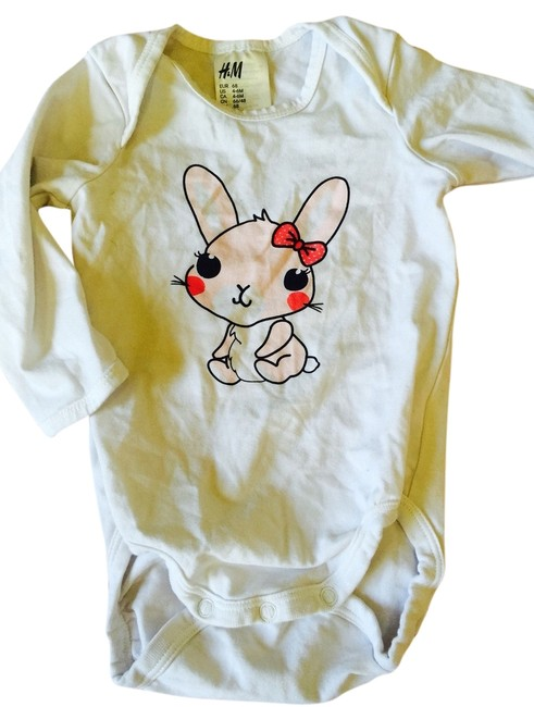 Preload https://item3.tradesy.com/images/h-and-m-white-with-pink-bunny-tee-shirt-size-4-s-5498617-0-0.jpg?width=400&height=650