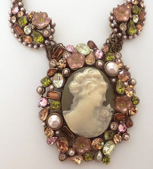 Sweet Romance Sweet Romance Cameo Necklace and Brooch