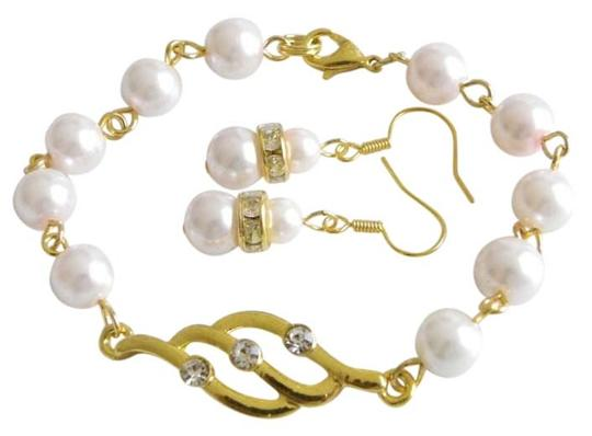 Preload https://item2.tradesy.com/images/pink-sets-and-earrings-bridesmaid-pearl-pearl-bridesmaid-bracelet-551216-0-0.jpg?width=440&height=440