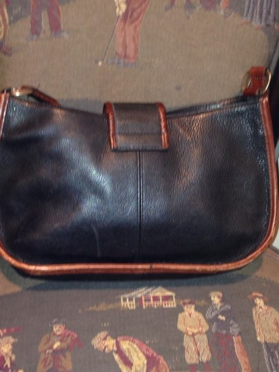 Preload https://img-static.tradesy.com/item/551274/fossil-black-with-brown-piping-satchel-0-0-540-540.jpg