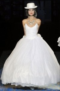 White Tulle Betsey Johnson Runway (Ea26368) Modern Wedding Dress Size 8 (M)