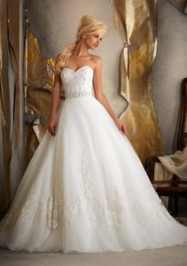 Mori Lee White Lace On Tulle By Madeline Gardner Formal Wedding Dress Size Petite 2 (XS)