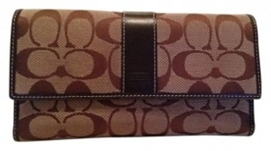 Preload https://item3.tradesy.com/images/coach-dark-brown-and-beige-large-signature-wallet-5517-0-0.jpg?width=440&height=440