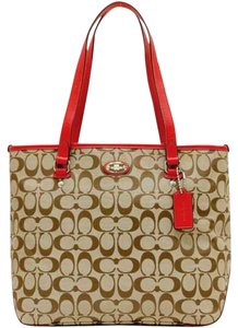 Coach Tote in khaki red