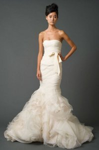 Vera Wang Ivory Organza Gemma Modern Wedding Dress Size 2 (XS)