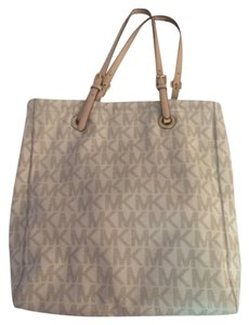 Michael by Michael Kors Tote in White And Grey