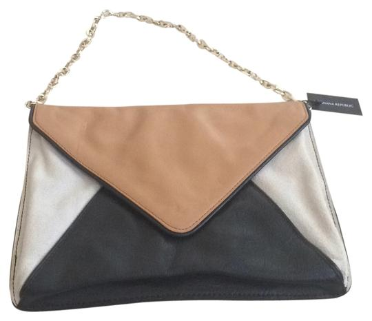 Preload https://item3.tradesy.com/images/banana-republic-black-cream-and-luggage-brown-cow-leather-shoulder-bag-5524882-0-0.jpg?width=440&height=440