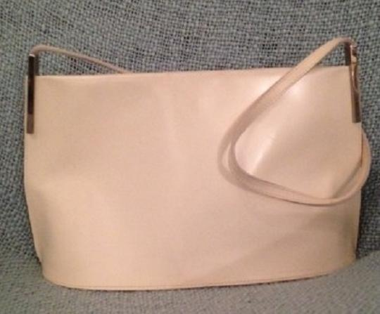 Preload https://img-static.tradesy.com/item/553444/furla-made-in-italy-leather-purse-cream-shoulder-bag-0-0-540-540.jpg