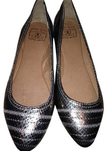 Lucky Brand 8m Silver Pewter Flats