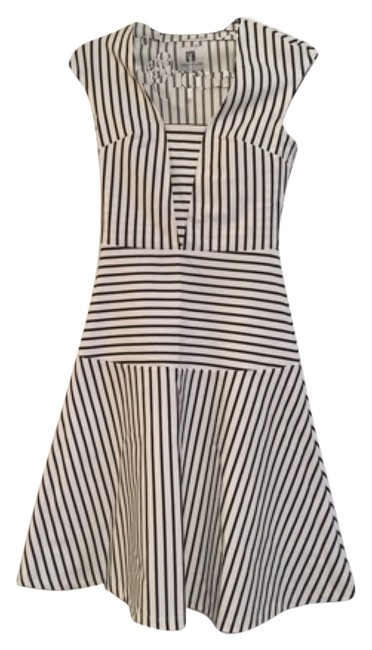 Preload https://item4.tradesy.com/images/black-and-white-strip-knee-length-short-casual-dress-size-0-xs-5537998-0-0.jpg?width=400&height=650