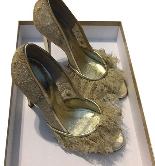 Preload https://item2.tradesy.com/images/sergio-rossi-beige-tessito-pizzo-gold-formal-shoes-size-us-6-regular-m-b-5545426-0-0.jpg?width=440&height=440