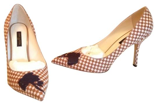 Preload https://item1.tradesy.com/images/louis-vuitton-checkered-brownwhite-hypnotic-pumps-size-us-75-554670-0-0.jpg?width=440&height=440