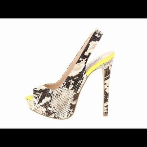 Steve Madden Leather Snakeskin Natural Snake Pumps