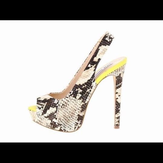 Preload https://img-static.tradesy.com/item/555155/steve-madden-natural-snake-adin-pumps-size-us-75-regular-m-b-0-0-540-540.jpg