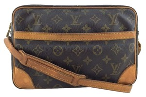 Louis Vuitton Leather Canvas Monogram Gold Hardware Logo Cross Body Bag