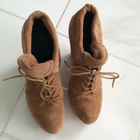 Elizabeth and James tan Boots