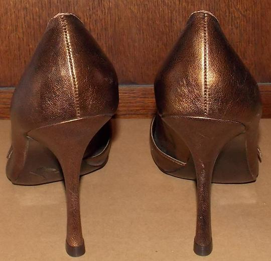 BCBG Paris Copper/gold Pumps