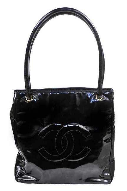 Chanel Cc Logo Tote Black Patent Leather Shoulder Bag Chanel Cc Logo Tote Black Patent Leather Shoulder Bag Image 1