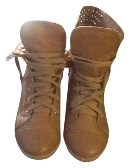 Preload https://item2.tradesy.com/images/tan-annabelle-04-sneakers-size-us-85-556371-0-0.jpg?width=440&height=440