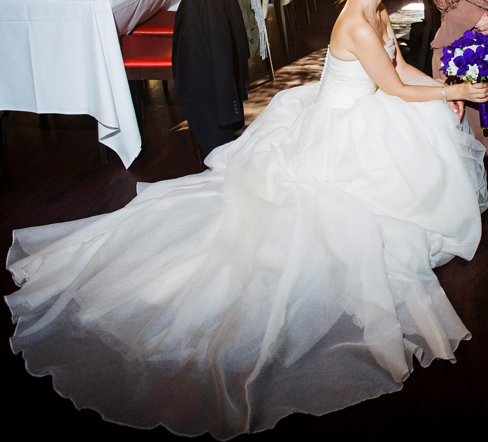 Bodice Wedding Gown: Vera Wang Ivory Organza And Tulle Gown With Draped Bodice