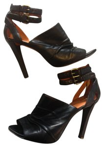 Elizabeth and James Leather Leather Black Pumps