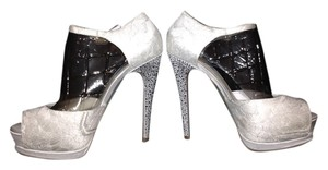 Betsey Johnson Stiletto Platform Formal Studded Classic white Pumps
