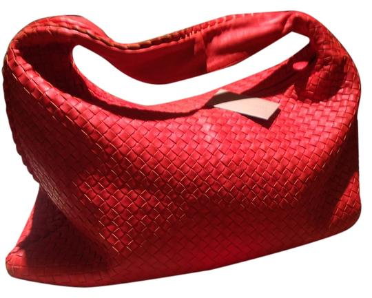 Preload https://img-static.tradesy.com/item/5571106/bottega-veneta-stunning-xl-flame-red-leather-hobo-bag-0-2-540-540.jpg
