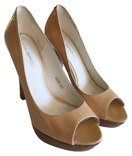 Preload https://img-static.tradesy.com/item/5571127/via-spiga-peeptoe-tan-patent-leather-pumps-size-us-75-regular-m-b-0-3-540-540.jpg
