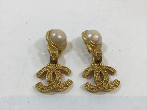 Chanel Chanel Pearl/Gold Clip On Earrings