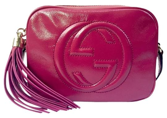 6f67493810a0 gucci soho disco new with gg messenger tassel 308364 fuchsia patent leather  cross bo... TRADESY