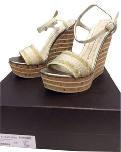 Gucci Wedge Platform off white and gold Wedges