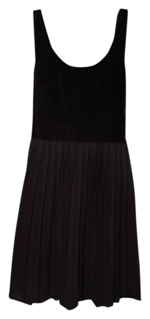 Preload https://item5.tradesy.com/images/kimchi-blue-black-velvet-top-knit-pleated-skirt-xs-urban-o-short-cocktail-dress-size-2-xs-558219-0-0.jpg?width=400&height=650