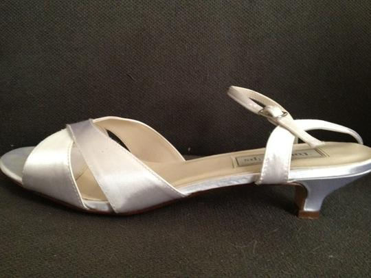 Touch Ups White Shaylyn Size US 9